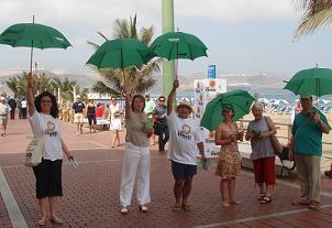 Los verdes piden a los usuarios de la playa de Las Canteras apoyo para combatir el cambio climático